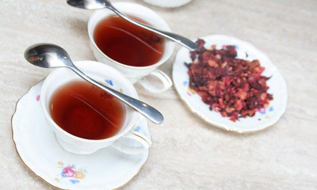 Przepis na herbatę owocową z jeżyn, głodu i porzeczek